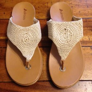 Like New! SakRoots crochet sandals size 10